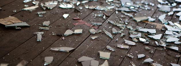 Como evitar acidentes com boxes e janelas de vidro?