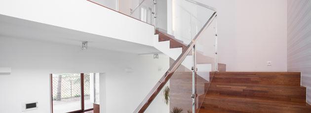 Conheça 4 vantagens do guarda-corpo de vidro