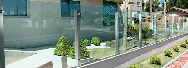 Conheça algumas vantagens do muro de vidro